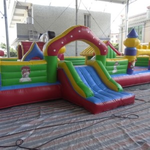 Inflatable bouncy castle/slide 8m on 5m